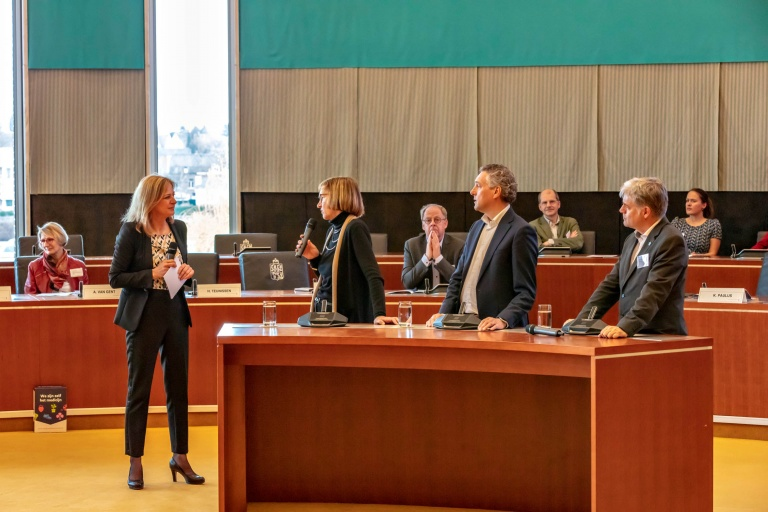 Vraaggesprek met v.l.n.r.: Kirsten Paulus (dagvoorzitter), Marja van Dieijen-Visser, Hans Teunissen en Marco Blom